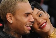 Confirmado! Rihanna reatou com o ex-namorado Chris Brown